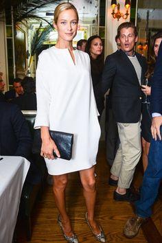 Carolyn Murphy in a classic white tunic dress #style #fashion #model