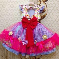 Todo amor por nosso dress barraca do beijo !!! Danado de bunito para nossas bonecas caipiras ... ....tantos detalhes que encantam...e o decote coração e um lindo laço vermelho não poderia faltar . Lista aberta sob consulta de data de envio por : (81) 96818052 (81) 988072245 (81) 32034589 Horário comercial !