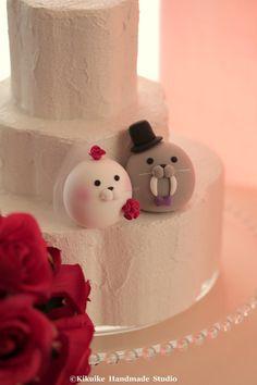 Seal and  Walrus wedding cake topper by MochiEgg on Etsy #wedingcake #cakedecor #oceanwedding