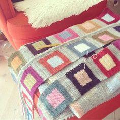 lisefranck on Instagram: another crocheted (but looks knitted) blanket in… Crochet Afghans, Crochet Square Blanket, Crochet Blocks, Crochet Squares, Baby Blanket Crochet, Manta Crochet, Freeform Crochet, Crochet Motif, Crochet Yarn