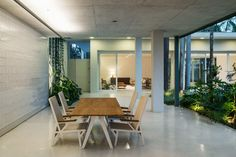 Image 22 of 52 from gallery of Campo Belo Residence / Jamelo Arquitetura. Photograph by Nelson Kon
