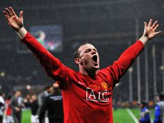 At just 27 years old Wayne Rooney has earned accomplishments, awards and a salary that even most professional soccer players aspire to. Wayne Rooney, Donald Duck Christmas, Manchester United Team, Professional Soccer, Soccer Stars, English Premier League, Foto Instagram, Old Trafford, Soccer Training