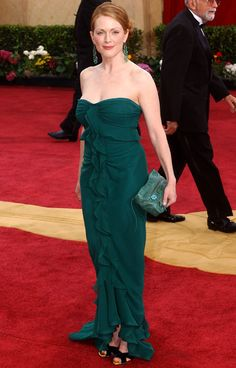 Between her vibrant red hair and forest green Tom Ford for Yves Saint Laurent Rive Gauche gown, Julianne Moore was red carpet gold in 2003.