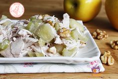 L'insalata fredda di pollo croccante è facile e veloce da preparare. Perfetta se avete del pollo avanzato e con due ingredienti segretissimi...