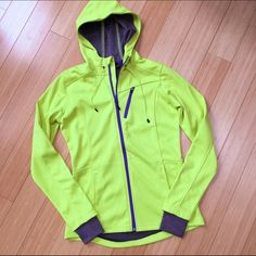MONDETTA running fitness jacket, S Bright running jacket, full zip, cuffs with thumbholes, pockets. All the bells and whistles. From MONDETTA Performance Gear. Good condition. Purple accents. Sz Small. Jackets & Coats