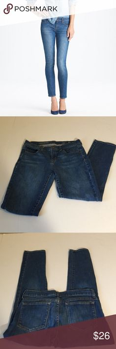 J. Crew Ankle Toothpick Jeans, size 28 J. Crew Ankle Toothpick Jeans in size 28. Flat lay measure of the waist is 15. Rise is 7.75, inseam is 26.5, and leg opening is 5.75. Made from 99% cotton and 1% elastan. Features factory fading and slight whiskering. Overall in very good condition, please ask if you have any questions. J. Crew Jeans Ankle & Cropped