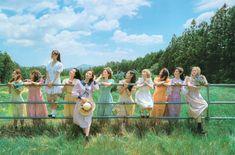 Kpop Girl Groups, Korean Girl Groups, Kpop Girls, Infp, Korean Best Friends, Lesbian Love, Wallpaper Pc, Group Photos, K Idols