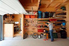 アウトドア用品の収納棚をDIY | 住まいの事例 | ozone家design Garage Shop, Garage House, Diy Garage, Small Apartment Interior, Garage Interior, Garage Organization, Garage Storage, Home Room Design, House Design