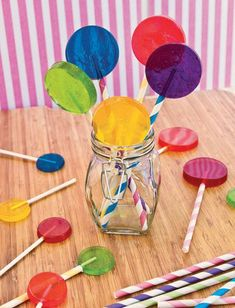 Making candy at home has always been a goal. Now with these recipes I'm even more inspired. My daughter would think I'm a rockstar if I actually make her homemade lollipops. Personally, I'd like to try the pumpkin fudge. How To Make Lollipops, Homemade Lollipops, Homemade Candies, How To Make Candy, Lollipop Recipe, Candy Making, Candy Apples, How To Make Homemade, Homemade Food