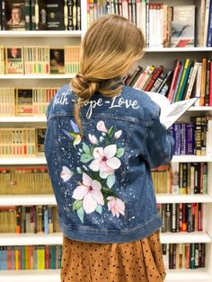 Painted Denim Jacket, Painted Jeans, Painted Clothes, Hand Painted, Denim Jacket Fashion, Diy Clothes, Ideias Fashion, Creations, Couture