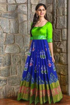 Innovative Ideas to make long gown dresses from old saree - Kurti Blouse Long Gown Dress, Sari Dress, Anarkali Dress, Long Gowns, Long Dresses, Saree Gown, Long Frock, Anarkali Suits, Bandhani Dress