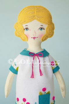 Original patterns, luscious colors and fun tips about all things crafty.and dolly.and pretty! Fabric Dolls, Fabric Art, Rag Dolls, Paper Dolls, Guys And Dolls, Craft Box, Doll Maker, Soft Dolls, Felt Toys