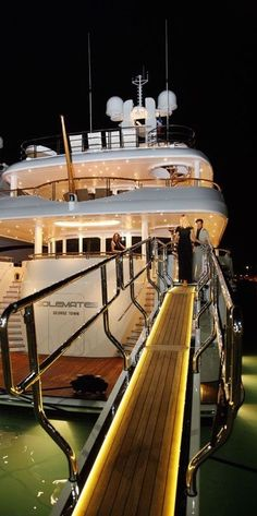 ♔ Luxury Yachts & Private Jets