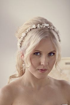 This flower crown features hand pressed silk flowers, pearls and natural babys breath/ gypsophila flower. Together they make this fabulous bridal floral crown. Some details: ❋ Flexible woven vine crown ❋ Hand pressed flowers from real silk ❋ Features natural freshwater pearls or