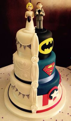 Hidden Superhero Wedding Cakes - Wedding Cake Super Heros, Half And Half Wedding… Funny Wedding Cakes, Wedding Humor, Wedding Cake Toppers, Cake Wedding, Wedding Cake Figures, Themed Wedding Cakes, Wedding Shoes, Wedding Dresses, Beautiful Cakes
