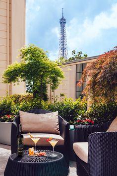 Faire la fête haut perché, c'est le credo branché de l'été. Petit tour d'horizon des rooftops à truster. http://city-guide.elle.fr/dossiers/rooftops-nos-adresses-pour-faire-la-fete-279
