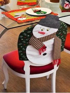 APRENDE HACER FUNDAS PARA SILLAS NAVIDEÑAS PASO A PASO! Christmas Stockings, Holiday Decor, Home Decor, How To Make Crafts, Chairs, Covering Chairs, Chair Covers, Fun Crafts, Red Bedspread