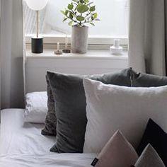 #interiortrend #contemporaryinterior #furnituredesign #interiordesign #productdesign #interiorphotography #architectureanddesign #midcenturymodern #deko #pillowdesign #inredningsdesign #minimalmood #frenchinterior #inneneinrichtung #danishdesign #lightdesign #scandinavianhome #marble #italiandesign #inredningsdetalj #whitespace #minimaldesign #monochrome #hollywoodregency #greyinterior #livingroominspo #decoracon #textilelove #interiorstyling #zweidesign