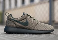 When the Nike Roshe Run initially released, fans of the new silhouette were feigning for that Iguana pair, one that featured a clean khaki green and black Swoosh not so disimilar from the pair shown above. The only real difference is that dark Seaweed base and lining for a more tonal look. And with all of the Sneakerboot love [&hellip