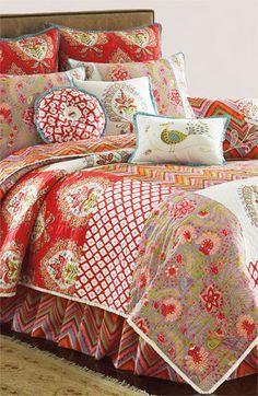 Pretty patchwork bedding http://rstyle.me/n/jfk9dnyg6