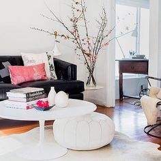 For those who have limited amount of space in their living room or den, a round coffee table may be the perfect solution for you. Coffee Table, Interior Design, House Interior, Home Deco, Interior, Living Room, Home Decor, Home And Living, Home Living Room
