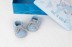 Adorable Crochet Baby Sneakers – Free Pattern and Video Tutorial! Truthfully, these little sneakers are beyond adorable! Just think of all the cute pictures, too! Yes, these baby bootie sneakers are truly a winner. They would make a very thoughtful gift, too. The…