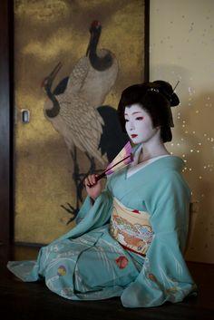 Geiko20161024_01_07   【Geiko,October 24, 2016】 Geiko is Tosh…   Flickr Geisha Japan, Geisha Art, Kyoto, Kabuki Costume, Manga Eyes, Traditional Japanese Kimono, Kimono Japan, Japan Photo, Japan Art