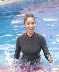 Sexy Yami Gautam Doing Yoga in Swimsuit Photos- Looking so Hot in this avatar - Top 10 Ranker Indian Bollywood Actress, Indian Actress Hot Pics, Bollywood Girls, Indian Actresses, Beautiful Girl Indian, Beautiful Indian Actress, Beautiful Actresses, Swimming Pool Photos, Hindi Actress