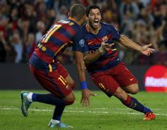 Barcelona's Luis Suarez (R) celebrates with team-mate Neymar after scoring a goal against Bayer Leverkusen during their Champions League group E soccer match at Camp Nou stadium in Barcelona, Spain, September 29, 2015. REUTERS/Sergio Perez