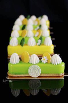 Mini Mousse, Mousse Cake, French Desserts, Desserts To Make, Bakery Recipes, Sweets Recipes, Mascarpone Recipes, Baking School, White Chocolate Mousse