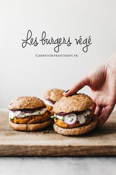 A short guide to the gourmet vegetarian burger (easy recipes) - Recette - Vegan Burger Recipes, Veggie Recipes, Vegetarian Recipes, Cooking Recipes, Easy Recipes, Vege Burgers, Gourmet Burger, Vegan Art, Polenta