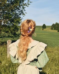 Women Hairstyles For Round Faces .Women Hairstyles For Round Faces Angel Aesthetic, Aesthetic Vintage, Aesthetic Girl, Old Dress, Photographie Portrait Inspiration, Princess Aesthetic, Anne Of Green Gables, Aesthetic Pictures, Hair Inspiration