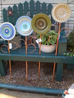 store plates have a new life as garden art! Also a tone of other ideas for garden art!Thrift store plates have a new life as garden art! Also a tone of other ideas for garden art! Garden Totems, Glass Garden Art, Glass Art, Outdoor Crafts, Outdoor Art, Outdoor Gardens, Flower Plates, Glass Flowers, Art Flowers
