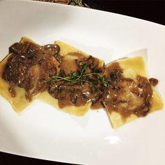 Short Rib Ravioli with Mushroom Cream Sauce - KitchenUncorked Rib Recipes, Veggie Recipes, Pasta Recipes, Dinner Recipes, Cooking Recipes, Dinner Ideas, Smoker Recipes, Veggie Food, Food Food