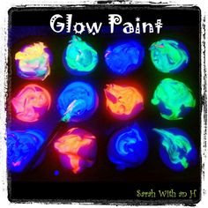 ~ Glow Paint - put shaving cream in a bowl, if you are using more than one color you can use a muffin tin to separate the colors. Put shaving cream in each spot and pour a little nontoxic florescent paint into each (you don't need much to make it glow). Henna Designs, Glow Run, Fun Crafts, Crafts For Kids, Glow Paint, Bath Paint, Blacklight Party, Sweet Sixteen Parties, Homemade Art