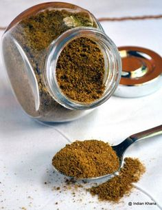 Punjabi Chole Masala Powder Recipe - My sister gave me a packet of Badshah Punjabi Chole Masala which I really liked it and decide to make on my own with the ingredients mention in the packet. Homemade Spices, Homemade Seasonings, Chole Masala Powder Recipe, Chana Masala Spice Recipe, Barbacoa, Comida India, Spice Mixes, Spice Blends, Herbs