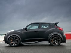 Not bad for a little Nissan. Nissan Juke R 2011 Photo 05