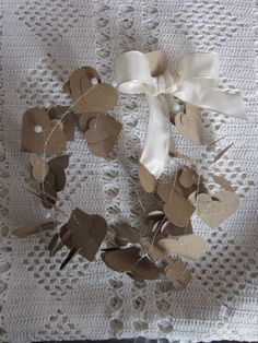 Kraftpaper heart paper garland strung on thin metal wire --- For your Christmas decor, wedding decor, paper garland or on your presents. €5,50, via Etsy.