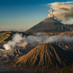 Prima diese Woche darf ich mich hier @99igers 'austoben'. Ich verspreche es wird #heiss  Die #tenggercaldera in #indonesien mit dem aktiven #vulkan #bromo und #semeru  #99instagramers #99igers by 99igers