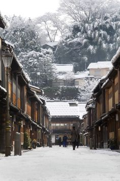 Higashi Chaya Area, Japan in Winter: Kanazawa Tourist Information Guide Nova Scotia, Places To Travel, Places To See, Beautiful World, Beautiful Places, Winter In Japan, Japanese Architecture, Japanese Landscape, Visit Japan