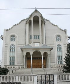 "Biserica Penticostala ""Sfanta Treime"" Adresa:Str. Trandafirilor 45 Localitatea: Bistrita E-mail: site@sfantatreime.ro site:www.sfantatreime.ro"
