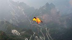 Un saut en wingsuit au dessus du parc national du Mont Tianmen en Chine. Photo d'illustration.