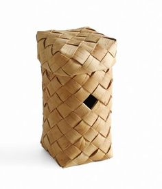 Billedresultat for tuohi kori Weaving Designs, Eco Green, Found Art, Birch Bark, Weaving Art, Storage Baskets, Bird Houses, Bird Feeders, Contemporary Design
