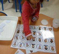 Je t'envoie une petite expérience sans prétention pour la période 1 en Petite Section. - Petit jeu pour apprendre à distinguer les filles et les garçons.pdf