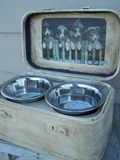Beyond The Picket Fence: Bow-Wow! could recycle old suitcases into these awesome dog feeders Repurposed Items, Repurposed Furniture, Vintage Furniture, Dog Bowl Stand, Vintage Suitcases, Vintage Trunks, Vintage Luggage, Vintage Travel, Dog Furniture