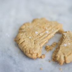 peanut butter spelt cookies. made with peanut butter, tahini and maple syrup