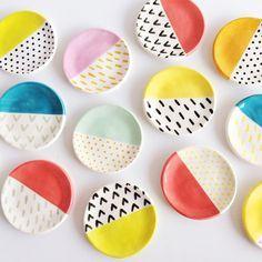 ANTHROPOLOGIE Trinket Dish. Me encantan estos colores y estampados simples
