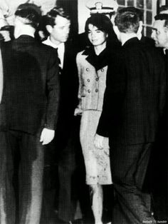 Jackie Kennedy with her brother-in-law, Bobby Kennedy, after John F. Kennedy was assassinated. She was still wearing her pink suit stained with blood from where she held his head on her lap, November Jacqueline Kennedy Onassis, John Kennedy, Les Kennedy, Jaqueline Kennedy, Carolyn Bessette Kennedy, Ethel Kennedy, Caroline Kennedy, American Presidents, American History