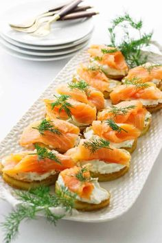 Our smoked salmon crostini is THE starter to make if you're entertaining and need to subdue hunger for a bit with an elegant-yet-effortless party starter. Italian Entrees, Italian Recipes, Italian Menu, Dinner Party Recipes, Snacks Für Party, Appetizer Plates, Appetizer Recipes, Appetizers, Smoked Salmon Nutrition