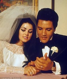 Net Image: Priscilla Presley and Elvis Presley: Photo ID: . Picture of Priscilla Presley and Elvis Presley - Latest Priscilla Presley and Elvis Presley Photo. Lisa Marie Presley, Priscilla Presley Wedding, Elvis Presley Priscilla, Elvis Presley Family, Before Wedding, Wedding Day, Wedding Ceremony, Wedding Bells, Summer Wedding